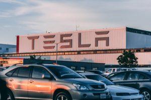 موضوع عن السيارات الكهربائية بالانجليزي